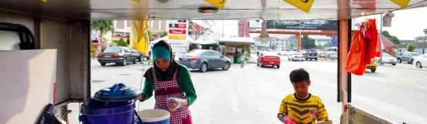 RM1 Nasi Lemak Ikan Masin Drive Thru @ Kepong
